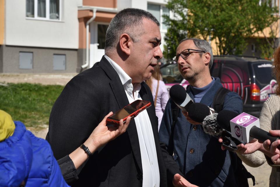 """Проектите за благоустрояването на участъци от кварталите """"Сини камъни"""", """"Дружба"""" и """"Българка"""" са много важни за нас, защото чрез тях ще проверим как работи..."""