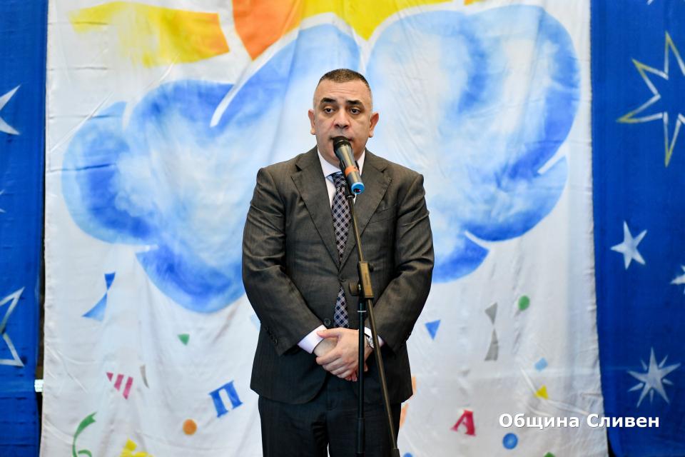 В Сливен днес бе откритоXXIIIиздание на Националния фестивал на детската книга. Сред присъстващите на официалната церемония във фоайето на Драматичен...