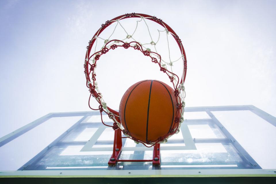 Общинската политика за ползване на спортните бази е да гипредоставя безвъзмездно на клубовете, като Общината заплаща всички средства по поддръжката –...