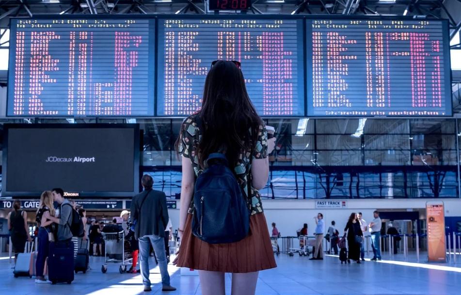 Стотици полети на 21 авиокомпании от и към София са отменени, сочат данните на Министерство на транспорта, информационните технологии и съобщения. България...