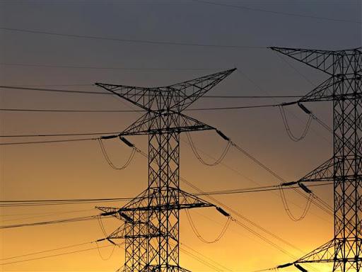 """Над 100 населени места в страната бяха без ток снощи от щетите, нанесени от проливните дъждове. По информация на """"Електроразпределение-Юг"""" и тази сутрин..."""