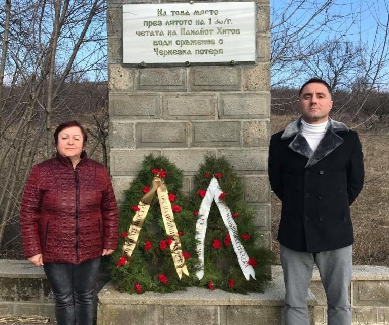 С поднасяне на венци и цветя пред паметната плоча на Панайот Хитов граждани на Стралджа отбелязаха 142 години от Освобождението на града от турско робство....