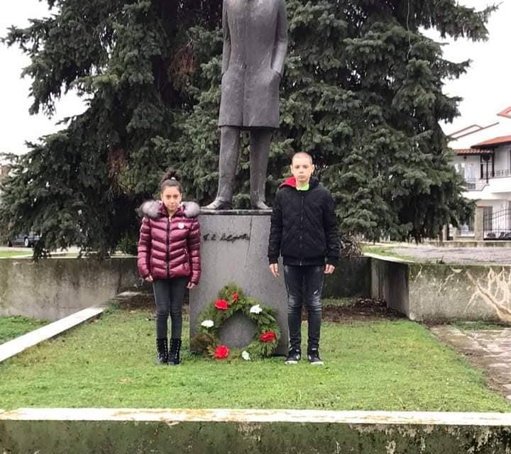 """В Стралджа почетоха 143-тата годишнина от рождението на Пейо Яворов. """"Горди сме, че този бележит българин е работил в Стралджа"""", сподели заместник-кметът..."""
