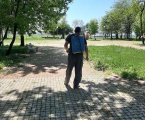 В Стралджа пръскат срещу кърлежи и бълхи