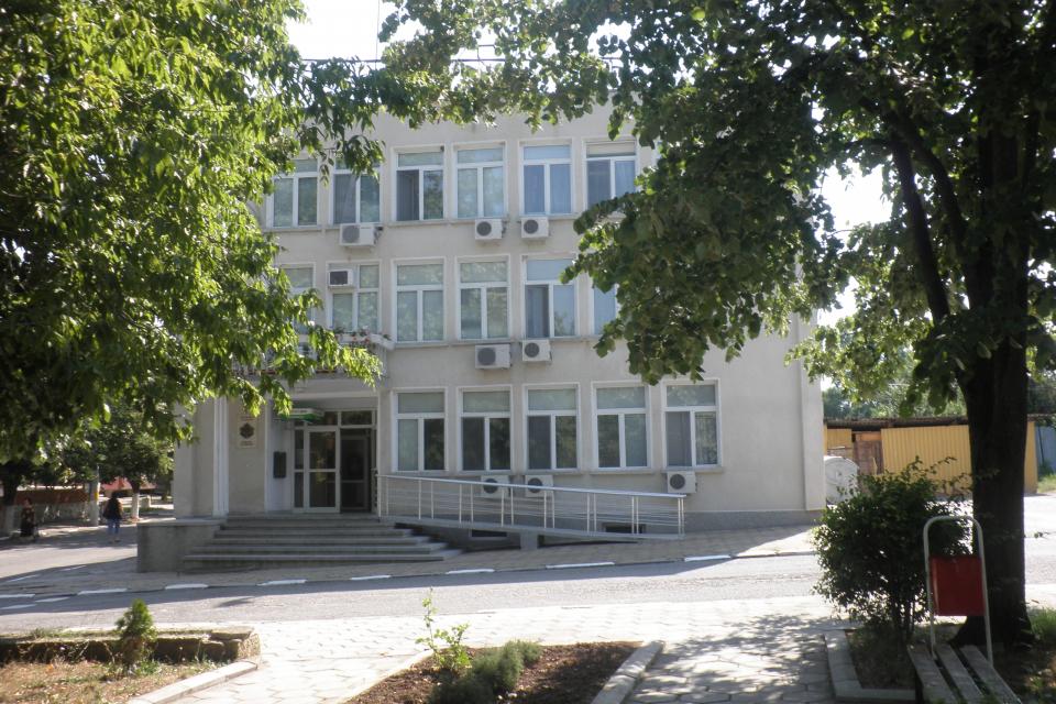 В Болярово подготвят следващото заседание на Общинския съвет. То ще се проведе утре. Правилникът за дейността на Общинския съвет, избор на заместник-председател...