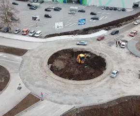 """Строителните дейности по изграждането на кръстовище с кръгово движение по """"Обходен път ЮГ"""" в Ямбол напредват"""