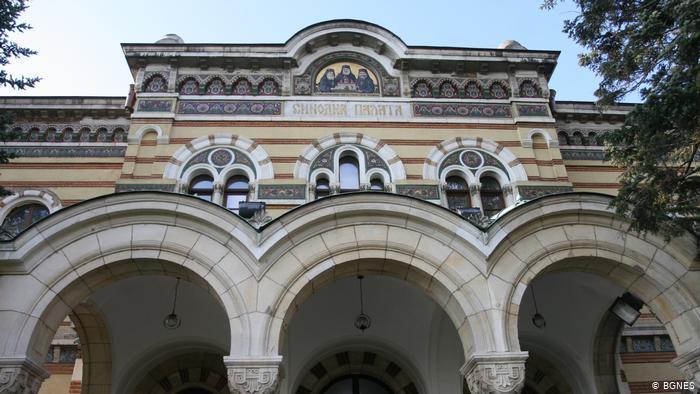 """Във връзка с Велики петък Светият синод на Българската православна църква препоръча на вярващите """"поклонението пред Светата плащеница от вярващите да става..."""