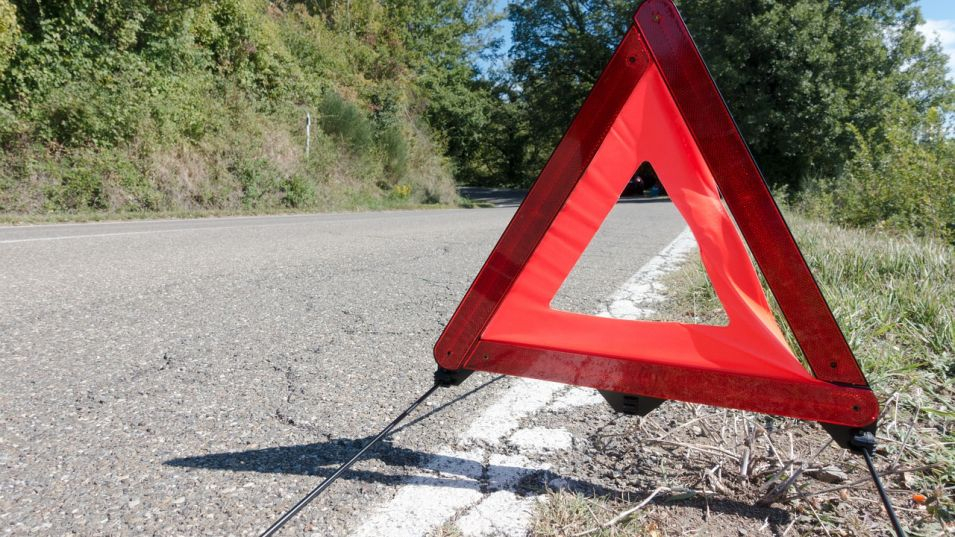 """Временно е ограничено движението в двете посоки на АМ """"Струма"""" в участъка от км 7 до км 9 поради срутила се скална маса, съобщават от Агенция """"Пътна инфраструктура""""...."""