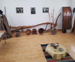 Събрани спомени от историята на село Роза, могат да се видят в етнографския кът на селото