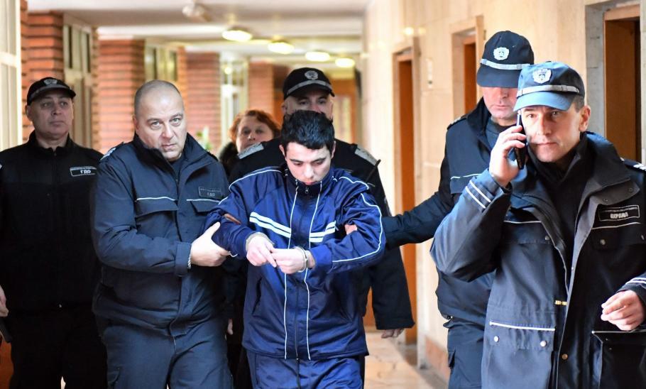"""Върховният касационен съд измени наказанието на убиеца от Сотиря от """"доживотен затвор без замяна"""" на """"доживотен затвор"""". Делото е образувано по жалба..."""