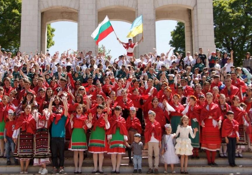 Сънародниците ни в Украйна също отбелязват днес националния ни празник. Чрез медиите те изпратиха специален поздравителен адрес към всички българи. В него...