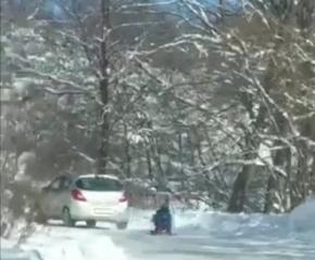 Съставен акт на мъж, теглил шейна с дете на заснежен път