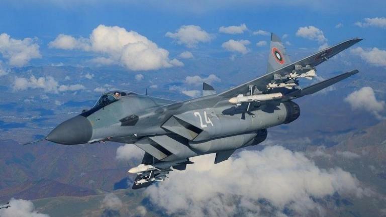 Български МиГ-ове и гръцки самолети F-16 ще извършат съвместни полети като част от тренировка за по-добра координация помежду им, предават от БНР. Те ще...