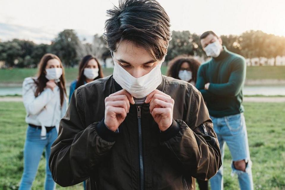 """Досега се смяташе, че коронавирусът засяга предимно възрастните. Но ето, че излизат все повече информации за по-млади хора с тежки симптоми. """"Вирусът няма..."""