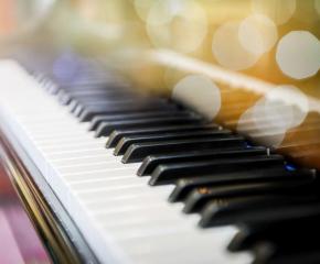 Талантлив 12-годишнен пианист получи най-скъпия подарък в живота си след базар