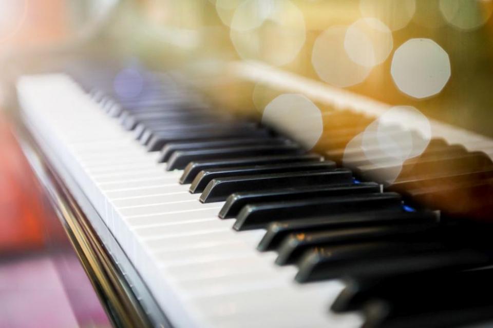 12-годишен пианист получи най-скъпия подарък в живота си - пиано.Кой е Костадин Кошничаров, за когото преди време само за дни бяха събрани пари за скъпия...