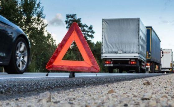 """Верижна катастрофа затруднява движението по магистрала """"Тракия"""" в посока Бургас. Няколко автомобила са се ударили при 307km на територията на Ямболска..."""