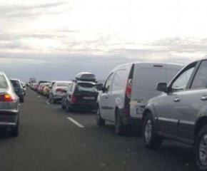 Тапи по магистралите заради ремонти и катастрофи
