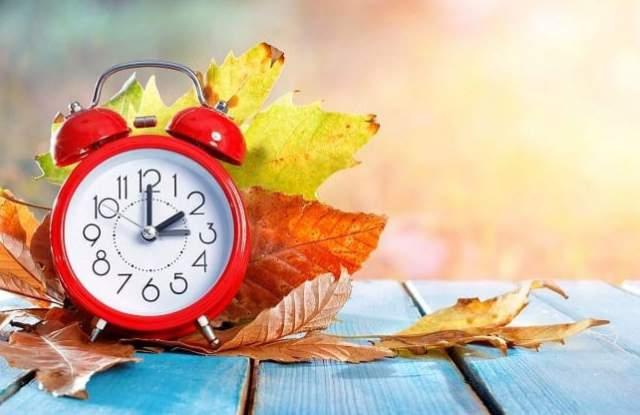 В неделя в 4.00 ч. ще преместим стрелките на часовника с един час назад заради преминаването към зимно часово време. Така 4.00 ч. ще стане 3.00 ч. и ще...