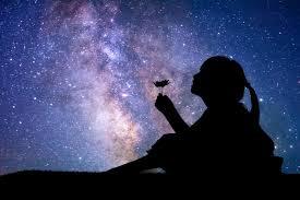 """Според народното поверие в нощта срещу Димитровден """"небето се отваря"""". В този момент всеки може да отправи молба към Бога. Вярва се, че ако човек е благочестив,..."""