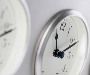 Преместихте ли стрелките с час напред?