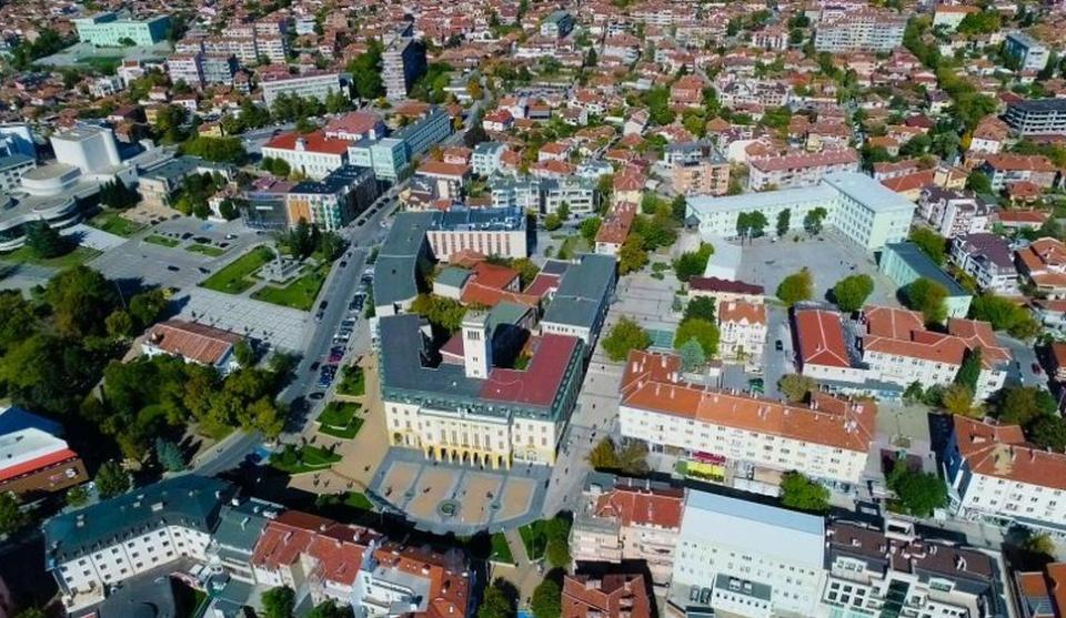 Тази вечер, след 22 часа започва дезакаризация на тревните площи в община Сливен. Ще бъдат обработени тревните площи на обществените градинки и паркове...