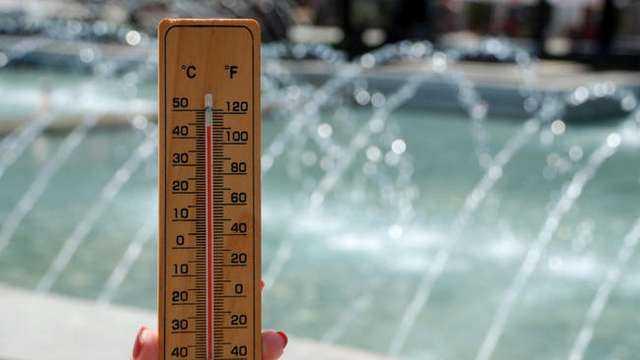 В9 областина Северна и Южна България за днес - 2 август, е обявен червен код заопасно високи температури. Той е в сила заПлевен, Велико Търново, Русе,...