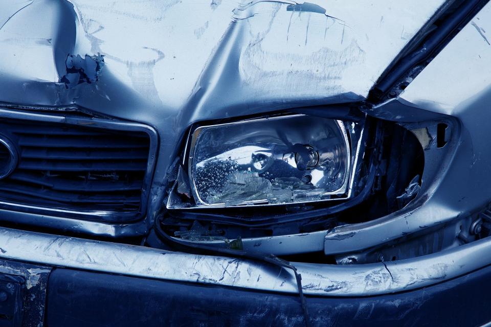 """Около 9 часа в дежурната част на РУ-Сливен е получен сигнал за възникнал пътен инцидент в района на разклона за село Тополчане. Лек автомобил """"Мерцедес"""",..."""