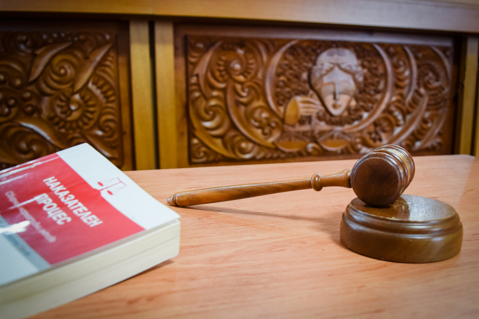 Водач на ТИР, извършващ международни превози, на два пъти осъждан за шофиране след употреба на алкохол, се опита да измъкне оправдание от Бургаския апелативен...