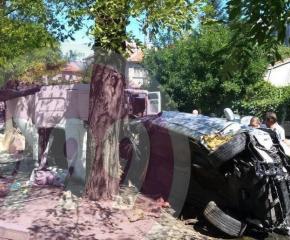 *ТИР е ударил редица автомобили и пешеходка на кръговото в Айтос (ОБНОВЕНА)