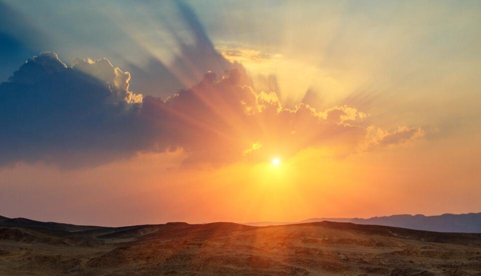 Днес преди обяд ще бъде предимно слънчево. След обяд от запад облачността, средна и висока, ще се увеличава и вплътнява. Ще духа до умерен, в Западния...