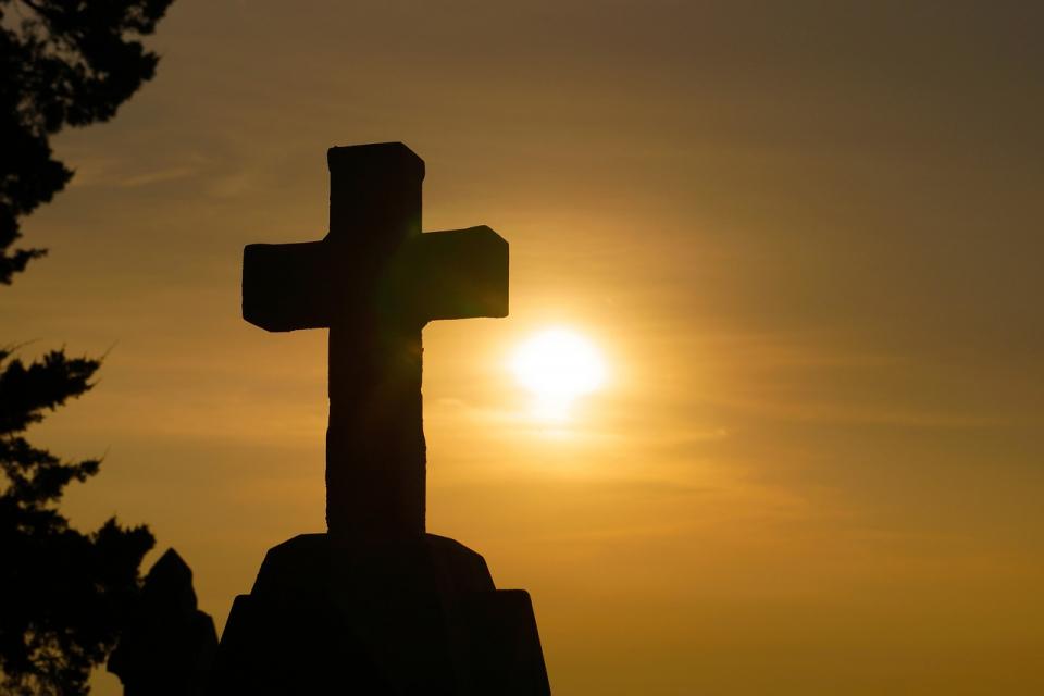 Девицата Гликерия била дъщеря на знатен римски сановник и приела християнската вяра след смъртта на родителите си. По време на гонението против християните...