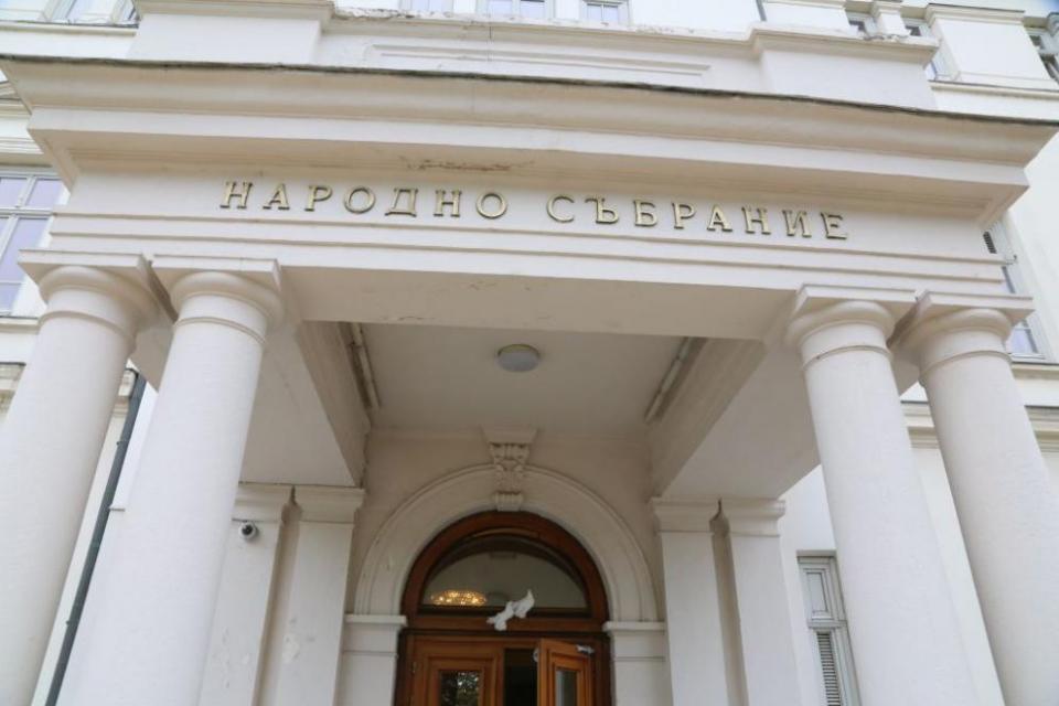 След приемането на Търновската конституция през 1879 година,на 17 април започва работата на Първото Велико Народно събрание.На този исторически акт е...