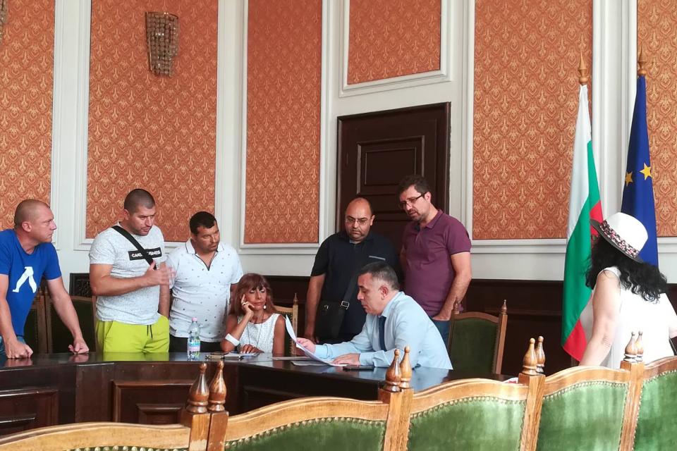 Днес се проведе редовният приемен ден на кмета Стефан Радев. Жители на Сливен го запознаха...
