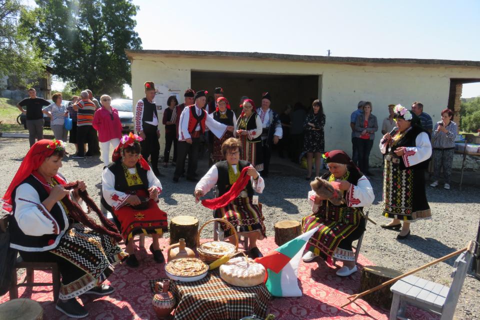На 28 септември в Денница се проведе традиционният събор на селото. След дълго време, по желание на жителите на селото и хората с родови корени оттук,...