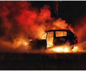 Три малолетни момчета запалиха умишлено два автомобила край Варна