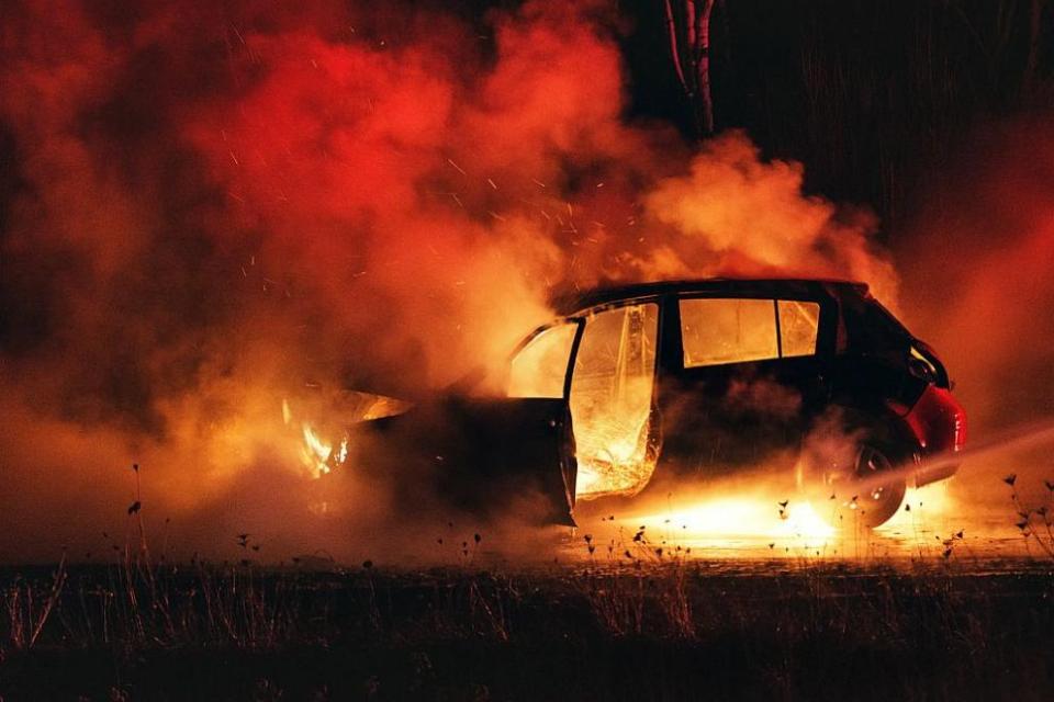 """Разкрити са извършителите на умишлен палеж на два бракувани леки автомобила в м-ст """"Боровец Север"""".На 10.02. т.г., около 16:30 часа, е полученсигнал за..."""
