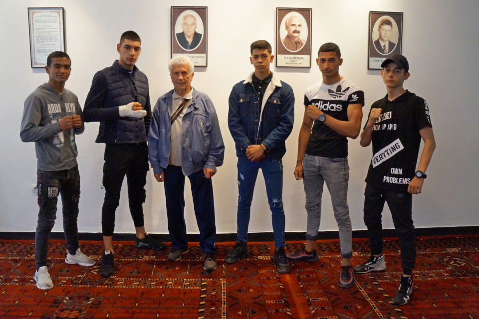 """Три медала спечелиха боксьорите от БК """"Априлец"""" на Държавния личен шампионат за юноши, който се проведе в Добрич от 26 до 30 май. В него участваха общо..."""