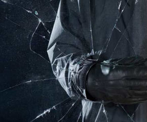 Три мобилни телефона и 150 лева са откраднати от жилище в Нова Загора