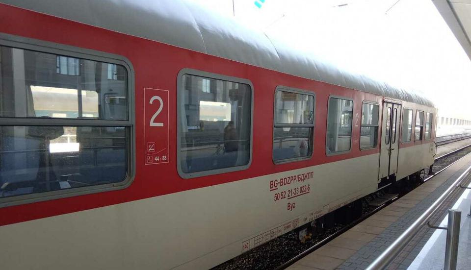 50 нападения срещу влакове на държавните железници от началото на годината. 13 са покушенията от началото на 2021 г. с поставяне на препятствия върху релсите....