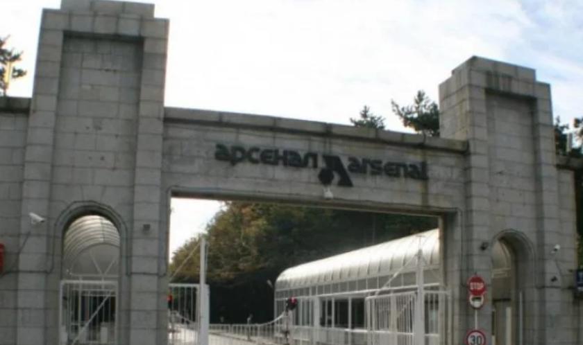 """Двама литовци и един руснак са арестувани по подозрение, че са изнесли информация от военния завод """"Арсенал"""", съобщават от МВР. Арестуваните са 24-годишен..."""