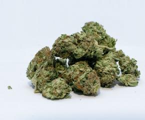 Трима задържани за разпространение на наркотици