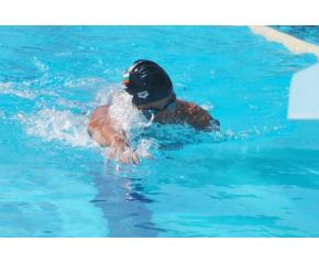 Цанко Цанков подобри световния рекорд за 12-часово плуване в басейн