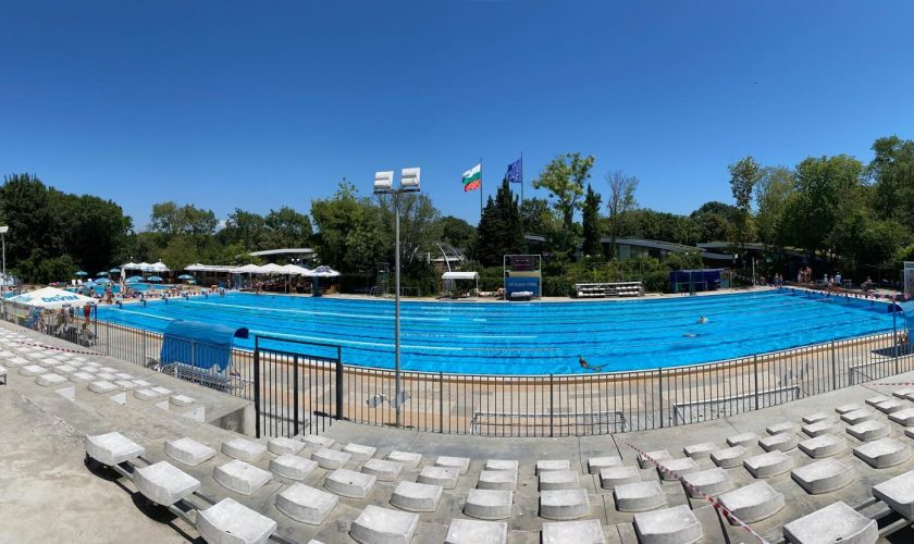 В събота бургаският плувец Цанко Цанков ще пробва да подобри световен рекорд за 12-часово плуване без прекъсване в 50-метров басейн, съобщават от община...