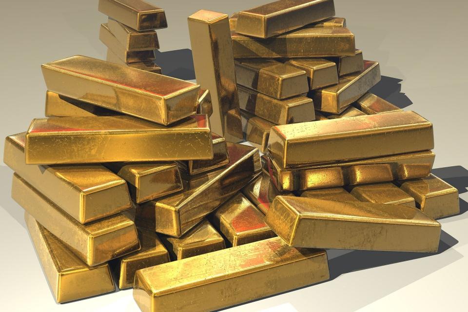Цената на златото падна под $1900 за тройунция, насочвайки се към най-голямата си загуба в рамките на два дни от повече от 7 г., докато инвеститорите се...