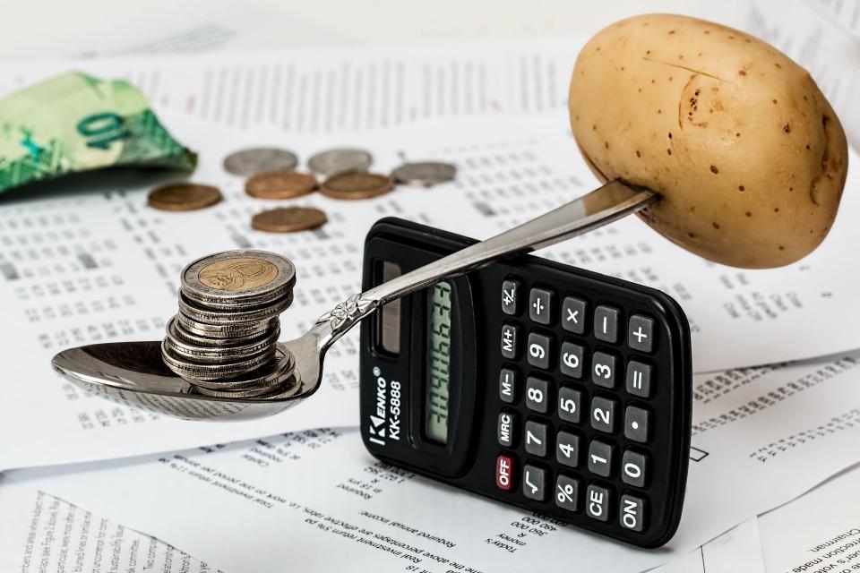 Поскъпването на хранителните продукти изцяло компенсира ръста на средната заплата през последната година. Това показват данните за цените на хранителните...