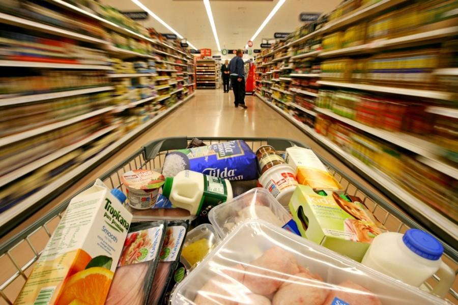 Увеличение в цените на хранителните продукти. Поскъпнали са почти всички стоки от първа необходимост. Повишението е различно в градовете в страната, коментират...