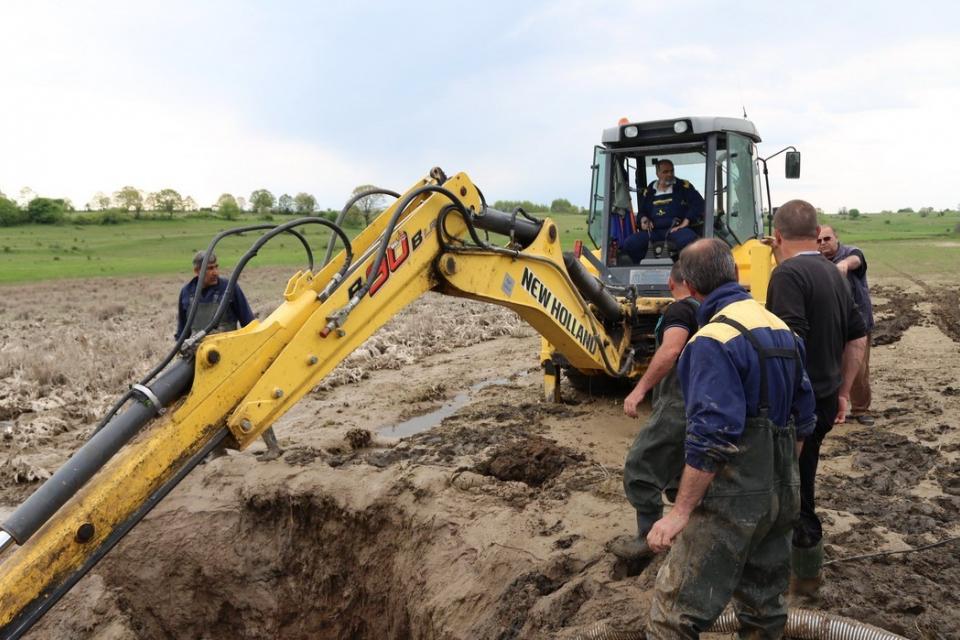 Централни улици в Елхово остават утре без вода, заради превключване на реконструиран участък по проекта на ВиК. Плановото спиране на водата е насрочено...