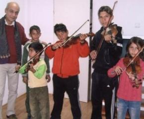 Цигуларят Георги Калайджиев получава наградата на името на Добри Чинтулов