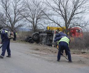 Цистерна с вино се обърна край село Окоп